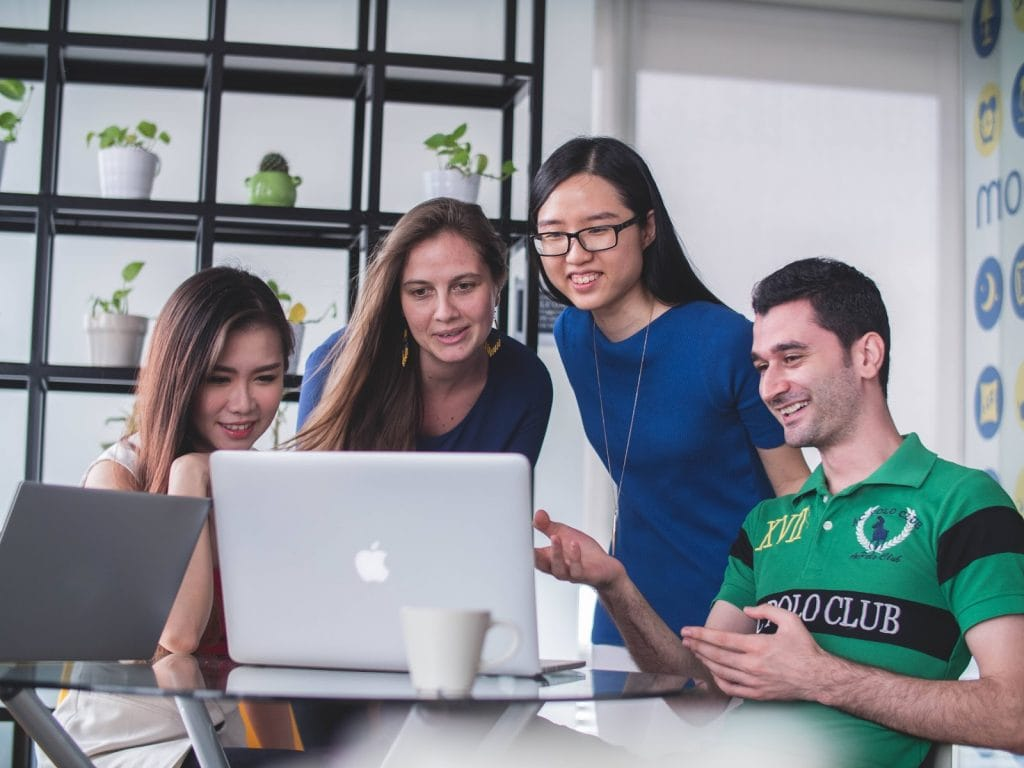 positive company culture, 5 Ways to Build a Positive Company Culture